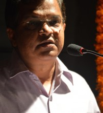 Adv Narendra Sawaikar speaking on the occasion.JPG